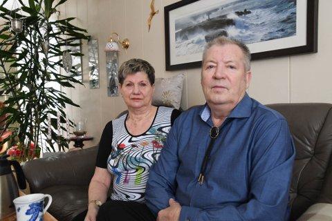 BEKYMRET: Anne-Marie Hågensen og Fred Heitmann er bekymret etter at de igjen har opplevd hærverk på bil og hytte.