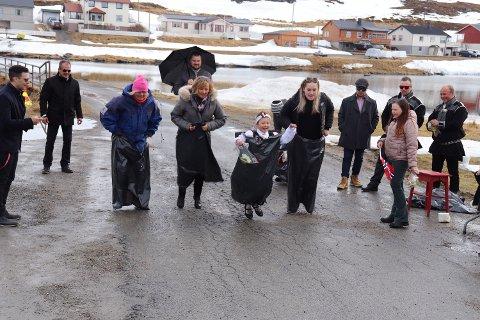 KLAR FERDIG HOPP: Det så ut som det var aktivitet for små og store i Skarsvåg under feiringen av 17. mai.