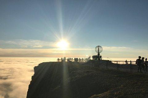 HELT NORD: Nordkapplatået får vanligvis rundt 250 000 turister. Nå spørs det hvor mange nordmenn som dukker opp i sommer.