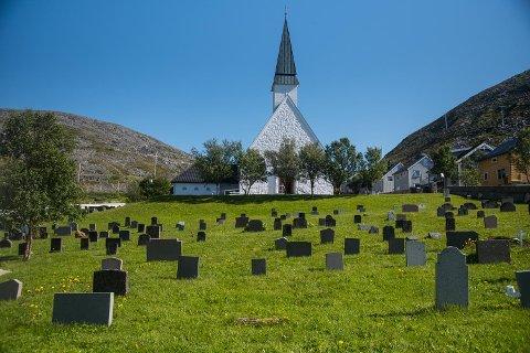 STORSLÅTT: Kjøllefjord kirke er fra 1951.