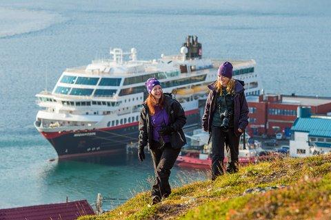 Hurtigruten til kai i Honningsvåg