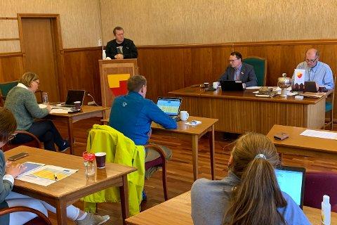 RÅDHUSSALEN: Det var møte i formannskapet 1. september. SV og Sp fortalte at de holdt seg til næringsfondets retningslinjer i sine forslag.