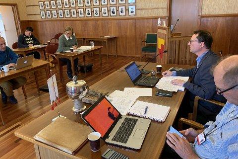 RÅDHUSSALEN: Jan Olsen på formannskapsmøte 1. september.