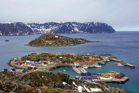 POPULÆR PLASS: Kamøyvær er et populært sted å besøke for turister og andre besøkende, men er også et levende fiskevær. Det skaper utfordringer, noe en ny reguleringsplan skal løse.