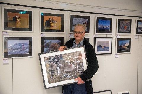 Edvard Akselsen stiller nå ut sine mange, og vakre, bilder fra naturen.