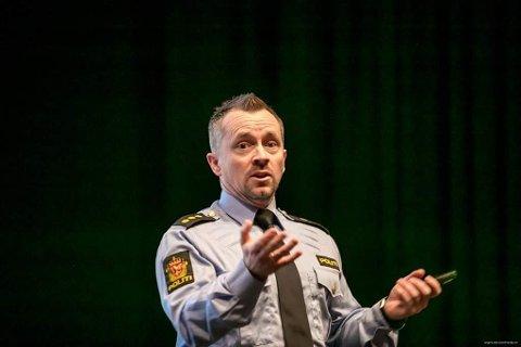 NETTVETT: Kenneth Wøhni Helberg sier det de voksne må stå frem som gode eksempler for barna sine.