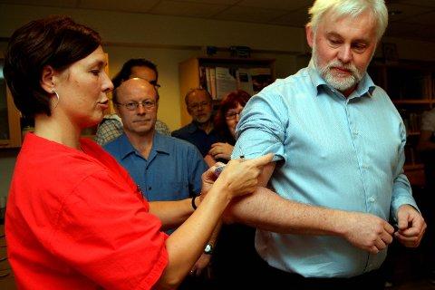 Kommunelege Jan Helge Dale likar dårleg at stadig færre tek influensavaksine.