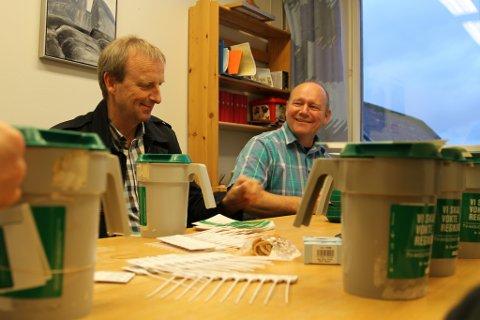 Gustav Johan Nydal og Jan Henrik Nygård er i godt humør under førebuingane til årets tv-aksjon.