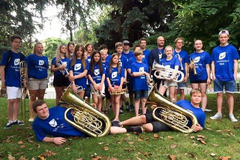 Floraskulen Brassband i Verona. Det fem år gamle bandet vert dirigert av Torgeir Halvorsen.