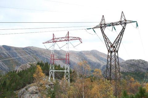 420 kV - linja går parallelt med andre linjer.