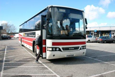 FOR DÅRLEG: Magnus Midtbø meiner det er for dårleg at ikkje bussane korresponderer betre enn dei gjer i dag.