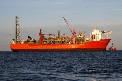 Petrojarl Knarr vert drifta frå oljebasen i Florø.
