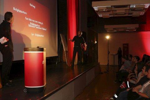 Raske menn: Øyvind Rafto og Anders Hoff transformerte bankspråket til god underhaldning. Foto: Arve Solbakken