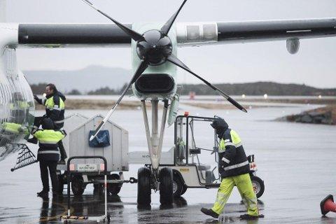NOK EI KANSELLERING: Widerøe fekk ikkje kveldsflyet frå Oslo i lufta søndag kveld, og passasjerar måtte overnatte i Oslo.