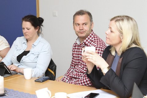 OPP TIL POLITIKARANE: Ap sin partisekretær Kjersti Stenseng meiner (her saman med partifellene Karianne Torvanger og Ola Teigen) det er lokalpolitikarane som må avgjere eit eventuelt reverseringsløp.