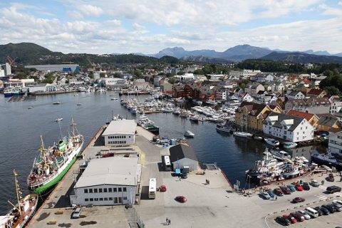 GODT EIGNA: Florø hamn har ifølgje Bergens Tidende blitt peika ut som eit godt alternativ for å ta i mot skip med koronasmitte.