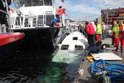 Sylvarnes rende i gjestebrygga i Florø og trefte tre fritidsbåtar.