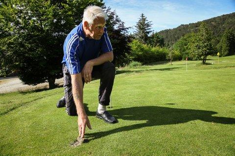 – Det ligg mange dugnadstimer bak golfanlegget, det er synd å få det øydelagt på denne måten, seier Odd Linseth.