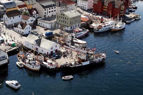Under Fjordsteam, i 2010, rekna politiet med at det var over 10.000 menneske i sentrum.