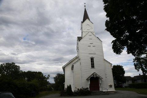 – Engasjerer fleire seg i kyrkjevalet og vigsel av homofile, kan ein gjere ei endring i dagens kyrkje, seier Karianne Torvanger (Ap).