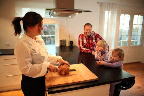 Therese Svortevik, ordførar Bengt Solheim-Olsen og døtrene får heimebesøk av statsminister Erna Solberg denne helga. Foto: arkiv