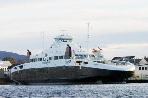 RUVA: MB Bergensfjord ruva ved kai i Florø for å verte døypt av dåverande samferdselsminister Liv Signe Navarsete i 2006. Ferja har vore ein stor suksess saman med dei andre gassferjene til Fjord 1.Bergensfjord har ein kapasitet for 212 bilar.
