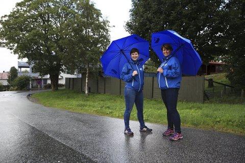 DOCEN 2: Hanne Husebø Kristensen og Arlene Vågene i området der Docen 2 skal reisast. Foto: David E. Antonsen