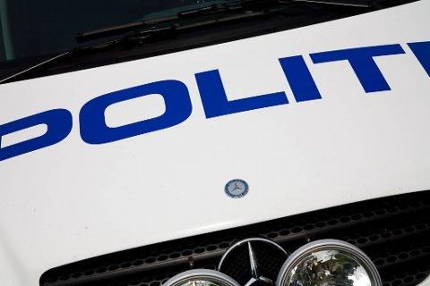 KOLLISJON: Ein kvinneleg bilist i 60 åra kolliderte med ein mann i 50-åra på sykkel søndag ettermiddag .