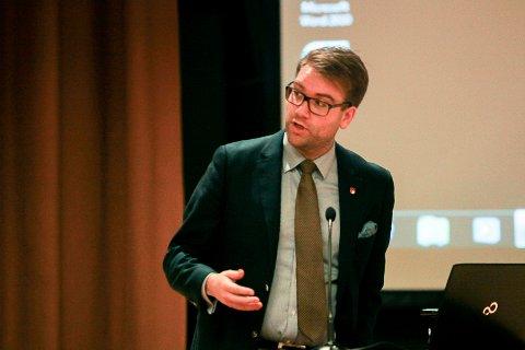 Jacob Nødseth (Samlingslista) meiner Flora kommune må vere offensive skal kommunen ha håp om å sikre framtidige offentlege arbeidsplassar.