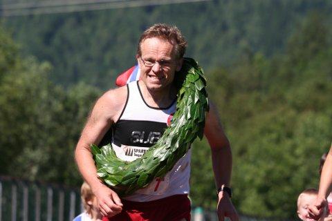 Inge Asbjørn Haugen på Hornindal Idrettspark under sitt 267. maraton, noko som var norgesrekord, 23. juli 2005.