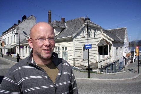 Byplanleggjar Rolf Bjarne Sund tek no dialogen med Sverre Stenbakk om planane for leilegheitshotell i Trovikkvartalet. Han avviser ikkje ideen, men partane må nok møtast på midten om hotellplanane skal bli ein realitet. (Arkivfoto)
