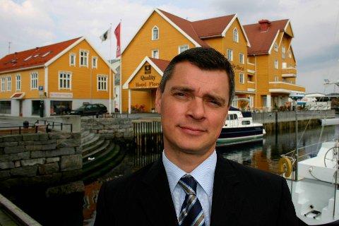 KUNNE VORE VERRE: Sjølv om Florø-hotella har merka oljenedturen , er Quality-direktør Jonas Alander positivt overraska over året når 2016 går mot slutten.