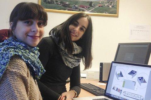 Volontørane: Mariam Abuladze (23) frå Georgia og Laura Larrosa (23) frå Kanariøyane gler seg til å samarbeide med andre unge i Svelgen.Foto: EVS