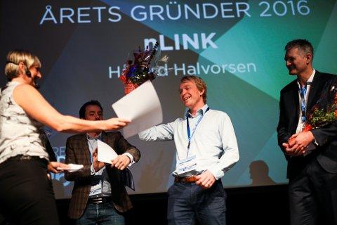 NLink vart vinnar av Gründerprisen 2016. Her tek gründer Håvard Halvorsen imot sjekken på 100.000 kroner.