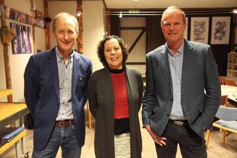 Trond Strømgren, Tone Aasrud og Arne Olsen i prosjektgruppa gler seg over at vi får Newton-rom til Florø.