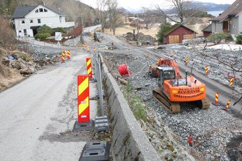 Mesta hadde eit stort arbeid i gang med å lage ein større sving på Krokavegen i krysset til Brandsøyvegen.