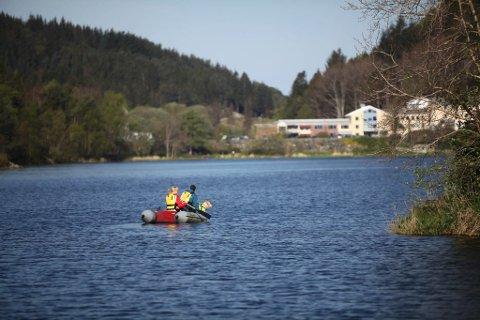 Søk etter sakna person i området Storevatnet i Florø.