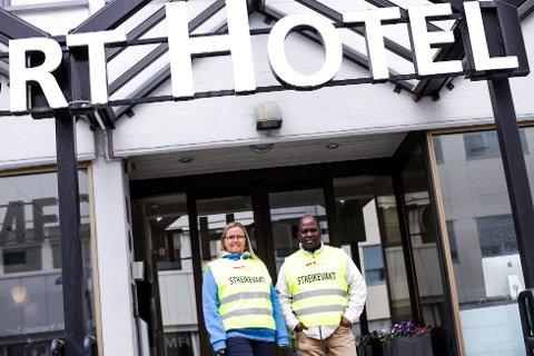 SMÅ OG FÅ: Annicka Bjørkaas og Mohamed Sangare er dei einaste som er fagorganiserte ved Comfort Hotel.