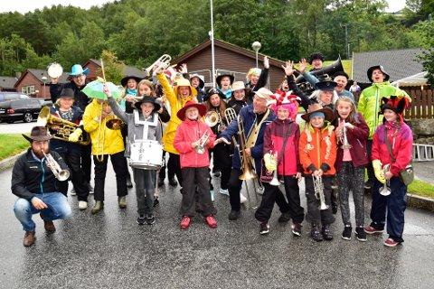 Eikefjord skulemusikk slapp seg laus saman med Ytre Suløen Jazz-Ensemble i samband med feiringa av 50-årsjubileet sitt under Eikefjorddagane.