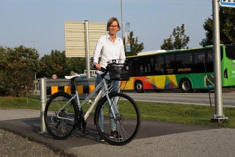 Neste torsdag er det bilfri dag i Florø. Catherin Secher oppfordrar folk til å la bilen stå og heller setje seg på sykkelen eller på bussen.