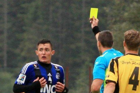 KARANTENE: Stefan Aase og resten av Florø Fotball blir prega av gule kort. I år meiner trenaren dei er betre budd enn før. Arkiv