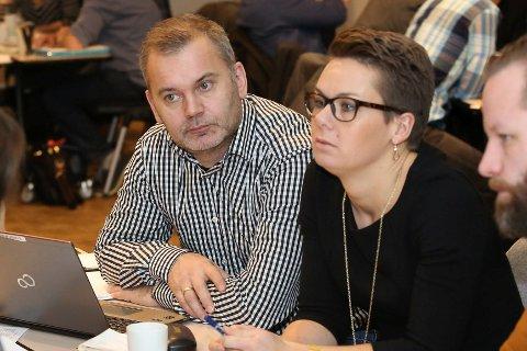 På friarferd: Ordførarane Ola Teigen og Kristin Maurstad vil diskutere ein intensjonsavtale om ein kommune med Flora, Vågsøy og Bremanger, sjølv om Bremanger ikkje er interessert.