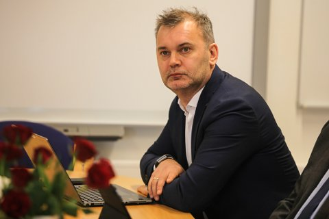 Floraordførar Ola Teigen er tydeleg på at ein krisepakke på 4 millionar kroner er å rekne som ingenting.