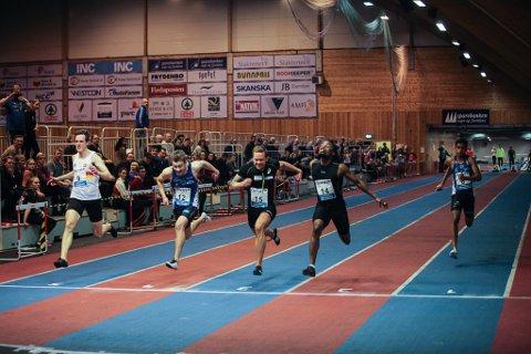 HEILT FRAMME: Lasse Angelshaug (18) nummer to frå venstre, viste på heimebane laurdag at han har noko å bestille i den norske sprinttoppen.