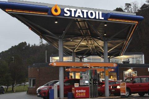 SIrkelen er komplett: Snart skal Statoil-logoen byttast ut med Circle K sin. Då blir det opningsfest med Plumbo-konsert.