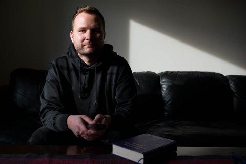 Anonyme Narkomane er utvikla med utgangspunkt i 12-trinnsprogrammet til Anonyme Alkoholikere og «Storboka». Den er aldri langt unna.