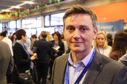 Direktør Trond Teigene og Sparebanken Sogn og Fjordane tek grep for å demme opp for auka konkurranse frå internasjonale teknologigigantar.