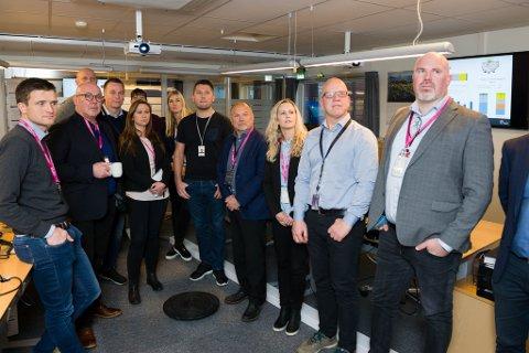 Representantar frå basemiljøet i Florø var torsdag samla for den offisielle overleveringa av PUD-en for Snorre Expansion Project.