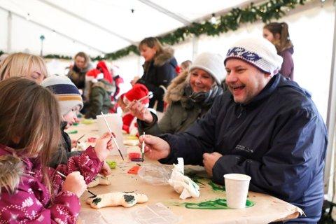 Barbro Furset og Per Øyvind Helle i Byen Vår Florø under julemarknaden i 2017.