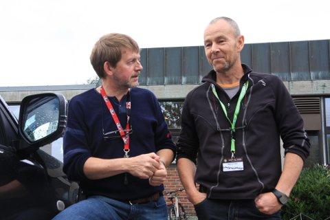 Johan Trygve Solheim og Magnus Frøyen i Norsk Hjortesenter.